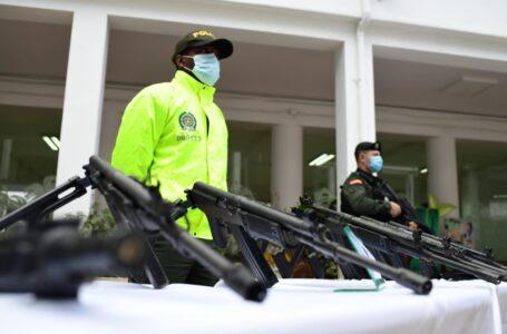 Decomisan impresionante arsenal del Clan del Golfo en Medellín: fusiles, lanzagranadas, pistolas y mucho más