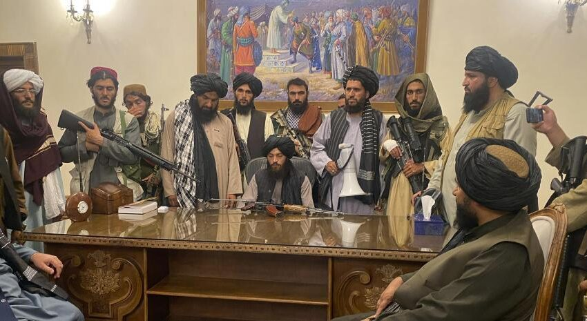 Triunfo talibán en Afganistán: así termina la guerra más larga de Estados Unidos.