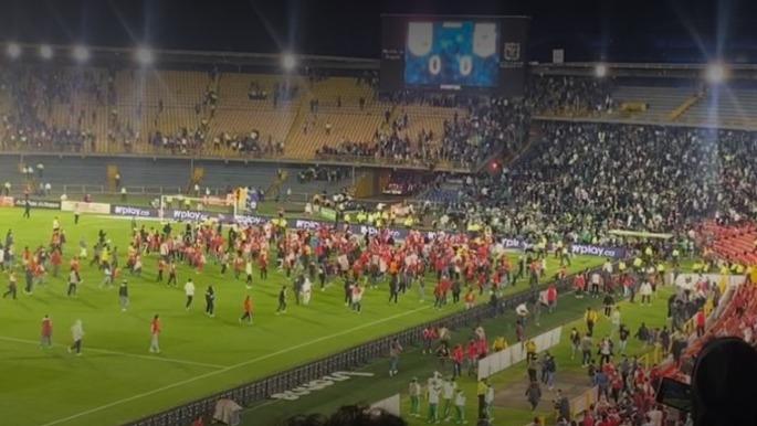 Desmanes y caos en El Campín en partido Santa Fe vs. Nacional